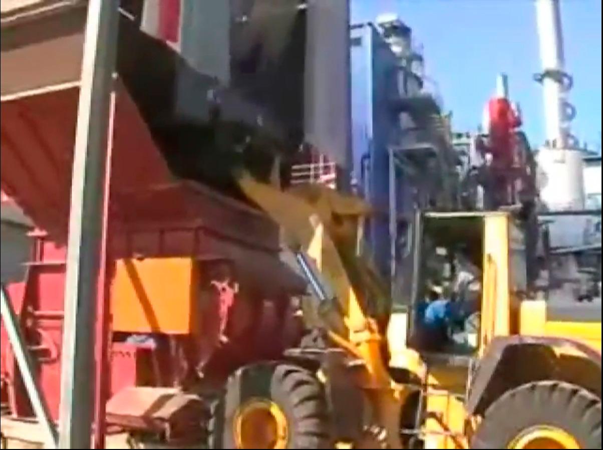 Измельчение древесных отходов на одновальном измельчителе Vecoplan серии VAZ